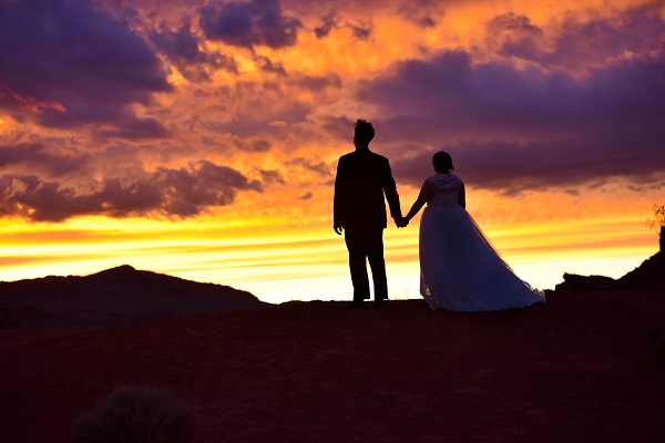 Las-Vegas-Wedding-Valley-of-Fire-Chapel-of-the-Flowers-1