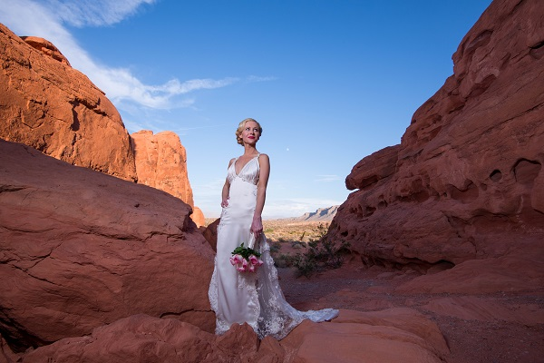 Las-Vegas-Wedding-Valley-of-Fire-Chapel-of-the-Flowers-4