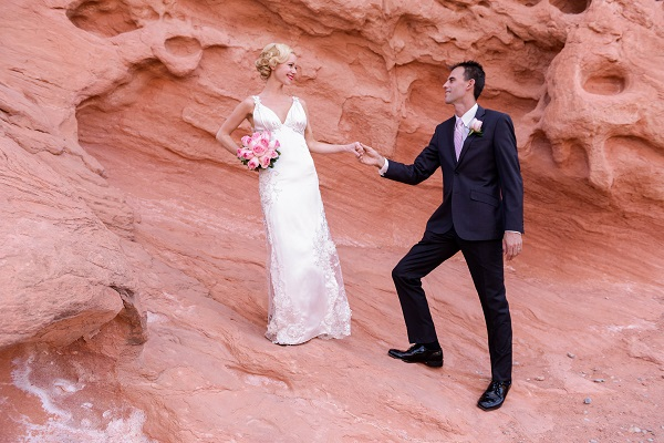 Las-Vegas-Wedding-Valley-of-Fire-Chapel-of-the-Flowers-5