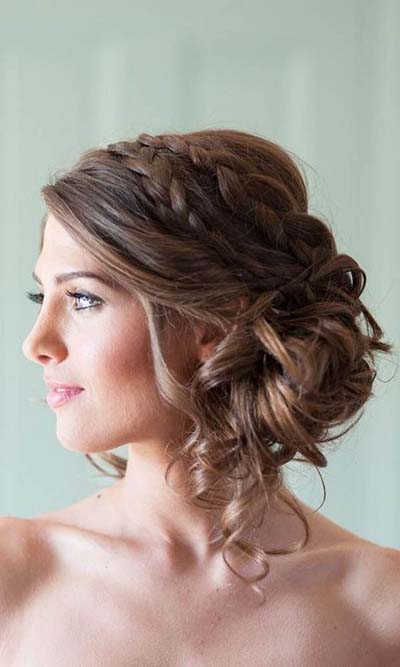 your guide for summer wedding hair and make up Summer Wedding Hair And Makeup bridal hairstyles medium hair length updo summer wedding hair and makeup