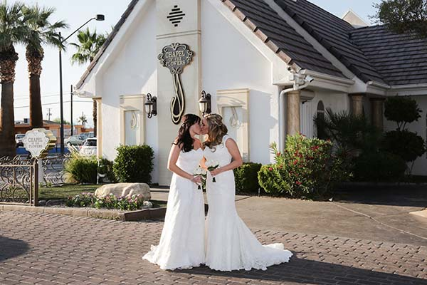Lesbian Wedding in Las Vegas | Same-Sex Wedding in Las Vegas | LGBTQ Wedding Ideas