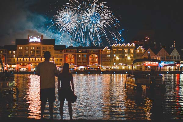 Creative Marriage Proposal Ideas | Theme Park Proposal
