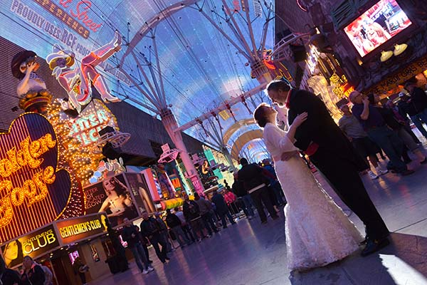 What is the average cost for a vegas destination wedding for Affordable wedding packages in vegas